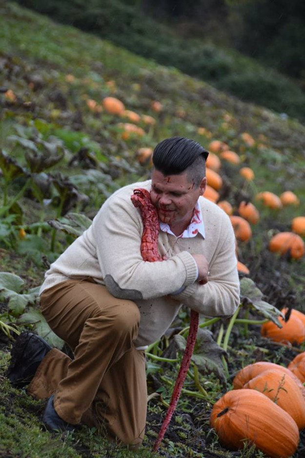5bbefc6247a0f-funny-maternity-photoshoot-alien-pumpkin-field-todd-cameron-li-carter-16-5bbdc4c325e52__700 This Couple's Maternity Photo Shoot Is The Most Terrifying You've Seen Yet (WARNING: Some Images Might Be Too Horrifying) Photography Random
