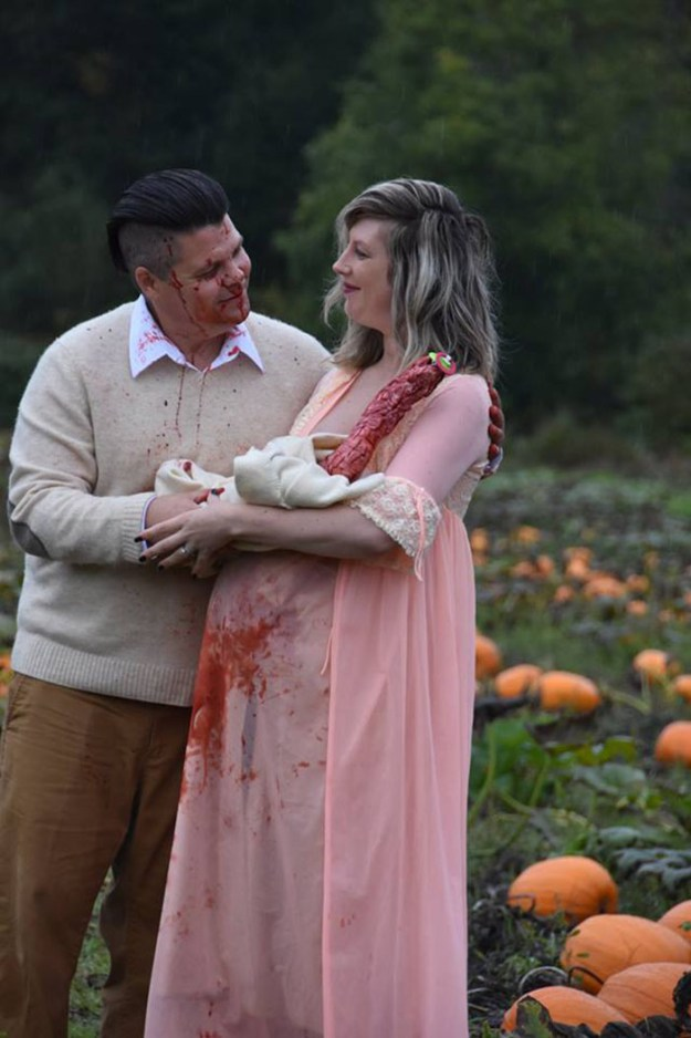 5bbefc628a7ea-funny-maternity-photoshoot-alien-pumpkin-field-todd-cameron-li-carter-17-5bbdc4c50f8cf__700 This Couple's Maternity Photo Shoot Is The Most Terrifying You've Seen Yet (WARNING: Some Images Might Be Too Horrifying) Photography Random