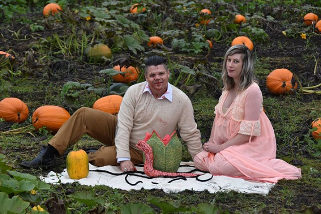 5bbefc63e860e-funny-maternity-photoshoot-alien-pumpkin-field-todd-cameron-li-carter-22-5bbdc4cfb8693__700 This Couple's Maternity Photo Shoot Is The Most Terrifying You've Seen Yet (WARNING: Some Images Might Be Too Horrifying) Photography Random