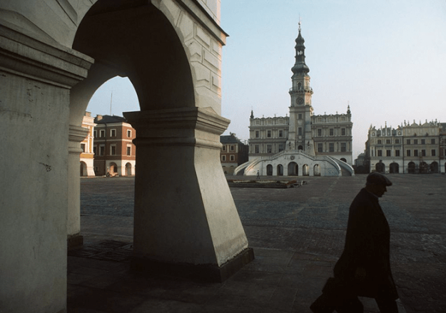 poland-in-early-80s-bruno-barbey-20 In The 1980's, This Photographer Traveled 40,000 Km Around Poland To Photograph Its Daily Life Photography Random