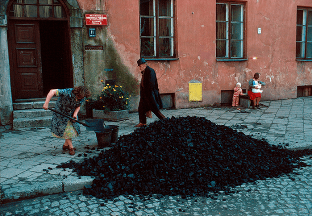 poland-in-early-80s-bruno-barbey-23 In The 1980's, This Photographer Traveled 40,000 Km Around Poland To Photograph Its Daily Life Photography Random