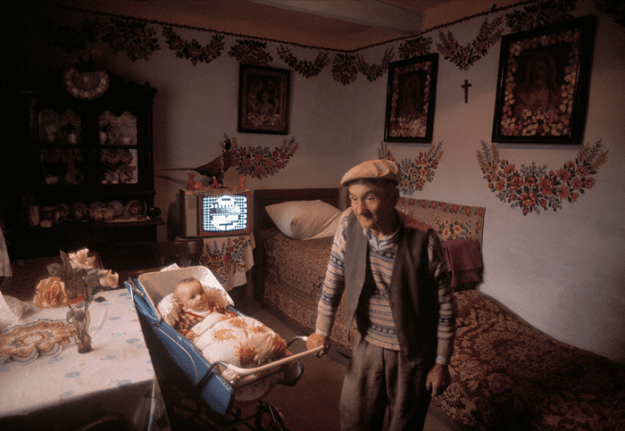 poland-in-early-80s-bruno-barbey-5 In The 1980's, This Photographer Traveled 40,000 Km Around Poland To Photograph Its Daily Life Photography Random