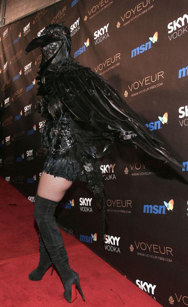5bdaf526c894e-heidi-klum-halloween-costumes-2018-16-5bdaab537d1c2__700 Heidi Klum Once Again Proves She's The Queen Of Halloween With This Year's Costume Random