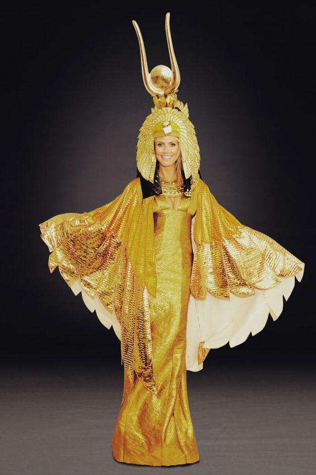 5bdaf527d864f-heidi-klum-halloween-costumes-2018-21-5bdaab32b8aeb__700 Heidi Klum Once Again Proves She's The Queen Of Halloween With This Year's Costume Random