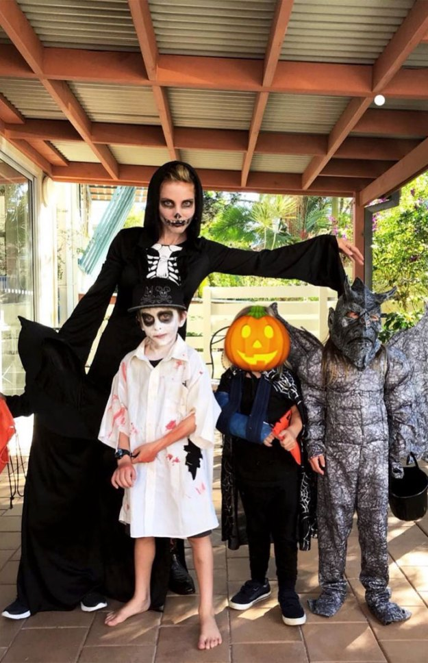 5be055463d48f-elsapatakyconfidential_2_11_2018_10_56_12_134-5bdc114dbd15c__700 30+ Celebrities Who Completely Nailed This Year's Halloween Random