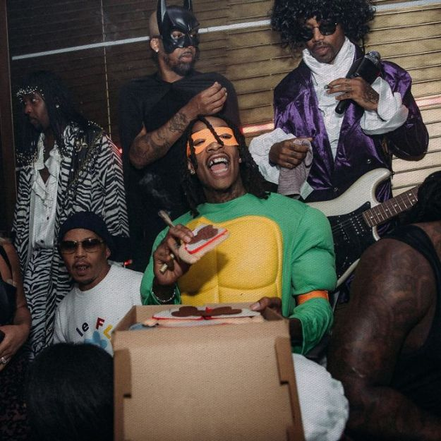 5be0554c5d89a-wizkhalifa_2_11_2018_11_21_39_273-5bdc17351f9ff__700 30+ Celebrities Who Completely Nailed This Year's Halloween Random