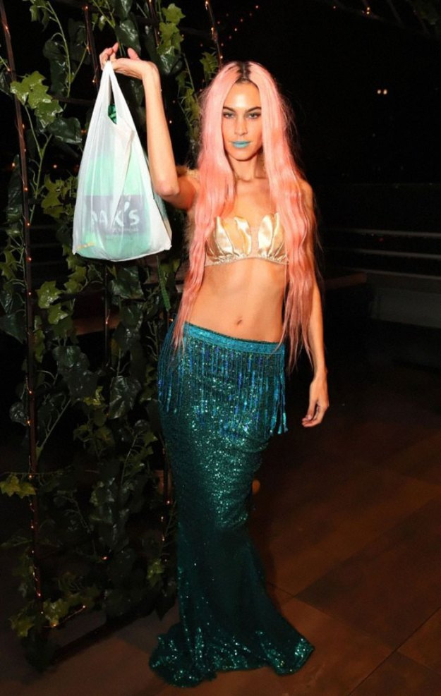 5be0554f06d4f-Untitled-25-5bdc04e4abb93__700 30+ Celebrities Who Completely Nailed This Year's Halloween Random