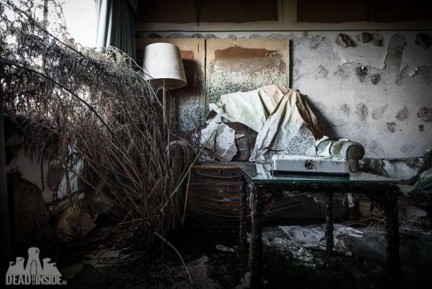 5bea8c3965541-The-biggest-abandoned-hotel-in-Japan-5be55c930d98b__880 This Photographer Took Incredible Photos Inside The Biggest Abandoned Hotel In Japan Photography Random Travel