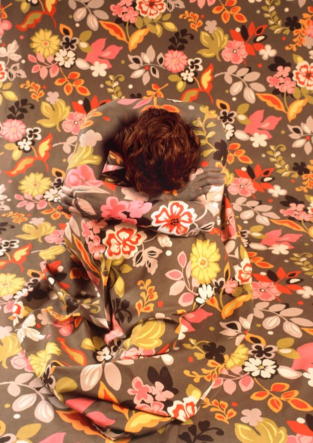 camouflage-art-cecilia-paredes-12 This Artist Uses Her Camouflage Skills To Blend Into Floral Backgrounds Art Random