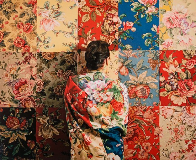 camouflage-art-cecilia-paredes This Artist Uses Her Camouflage Skills To Blend Into Floral Backgrounds Art Random