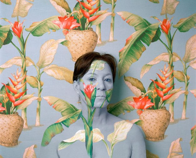 camouflage-art-cecilia-paredes18 This Artist Uses Her Camouflage Skills To Blend Into Floral Backgrounds Art Random