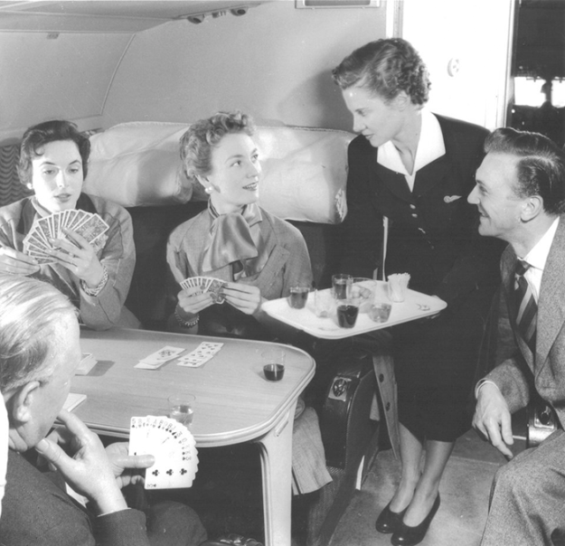 flying-in-the-past-vintage-photos-10 10+ Vintage Photos Taken Between The 1940s And 1970s That Show How Different Flying Was Random Travel