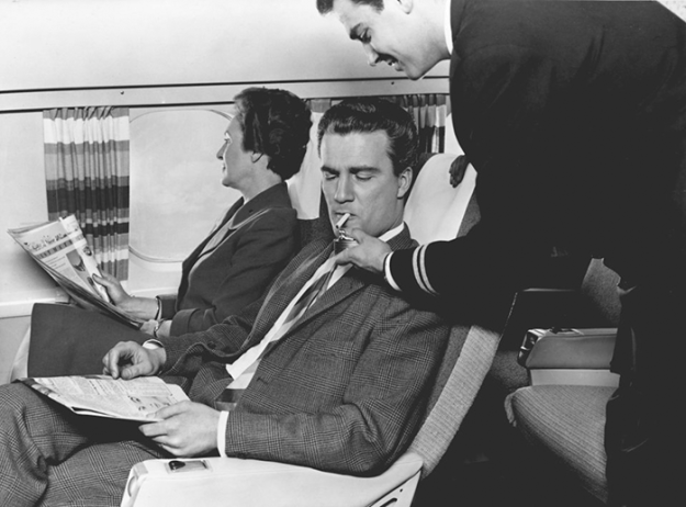 flying-in-the-past-vintage-photos-22 10+ Vintage Photos Taken Between The 1940s And 1970s That Show How Different Flying Was Random Travel