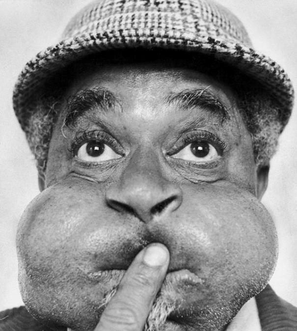 giant-cheeks-dizzy-gillespie-1 20 Photos Showing The Amazing Stretched Cheeks Of Legendary Jazz Player Dizzy Gillespie Random