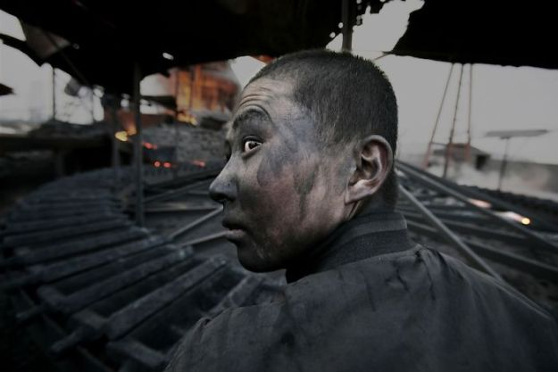 5c063e28b73b2-guang_lu13-5c04dc5d74c09__700 22 Photos That China Don't Want You To See By A Photojournalist Who Just Vanished In China Photography Random