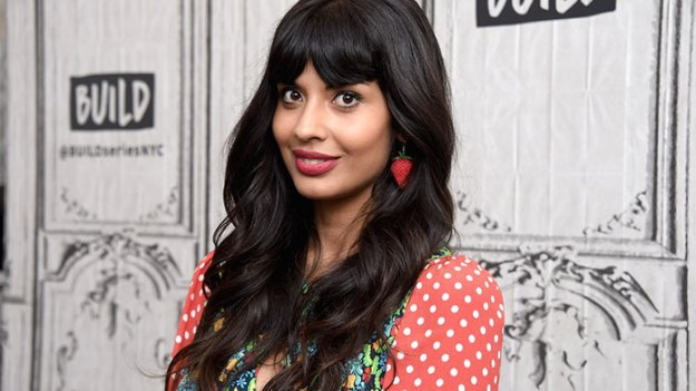 5c07dee7d84e6-postas-5c06283cc445a__700 Jameela Jamil Gives Examples Of Why Airbrushing In Magazines Should Be Illegal Random