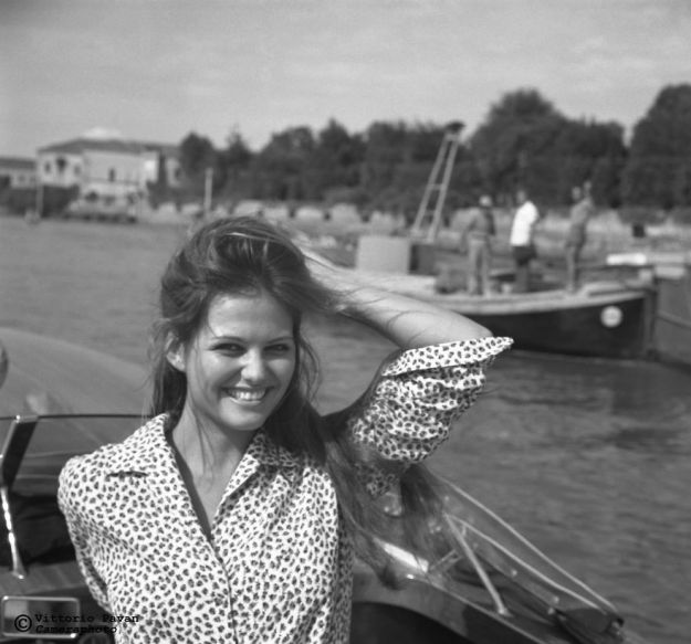 5c08e566c90c5-You-cant-get-much-Cooler-than-these-Celebrities-hanging-out-in-Venice-in-the-Fifties-5c067c3b0dc62__880 26 Vintage Photos Of Celebrities Hanging Out In Venice That Will Make You Want To Go Back To The 50s Photography Random