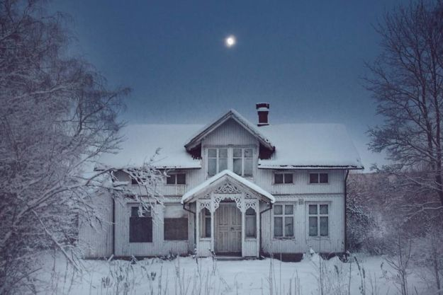 5c092cc7d5be7-I-moved-to-the-Arctic-to-pursue-my-passion-for-abandoned-houses-5bfe638768370__880 29 Photos Of Abandoned Houses In The Arctic By Norwegian Photographer Britt Marie Bye Photography Random Travel