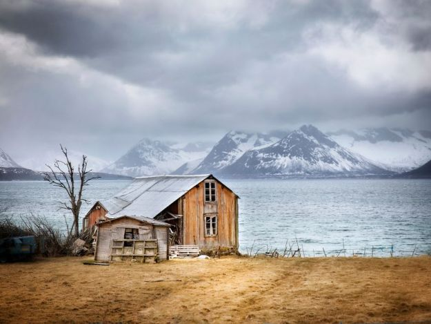 5c092cc8e9451-IMG_20180506_224146_212-01-5bfd95214227a-jpeg__880 29 Photos Of Abandoned Houses In The Arctic By Norwegian Photographer Britt Marie Bye Photography Random Travel