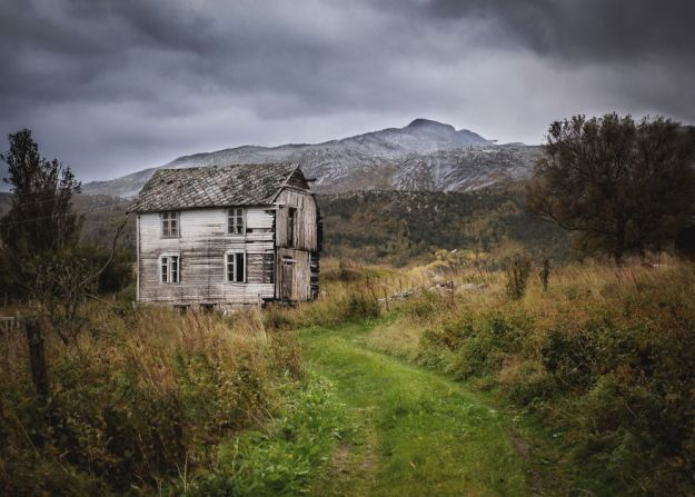 5c092ccaca56e-2018-09-27-082340-2-5bfd9470c5716__880 29 Photos Of Abandoned Houses In The Arctic By Norwegian Photographer Britt Marie Bye Photography Random Travel