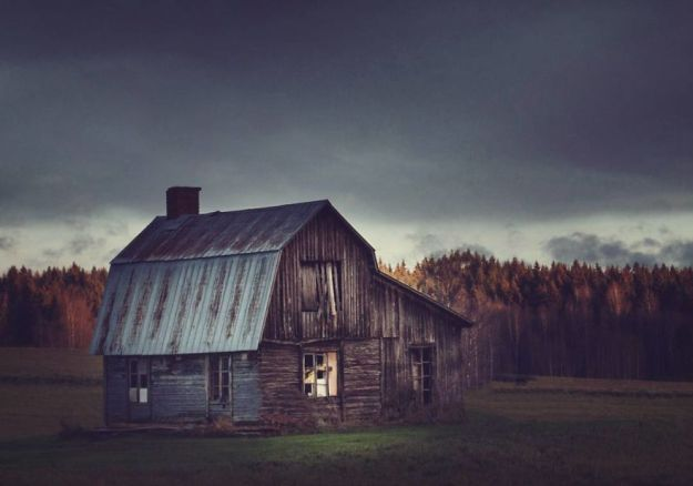 5c092ccb1c049-I-moved-to-the-Arctic-to-pursue-my-passion-for-abandoned-houses-5bfe63842a0e7__880 29 Photos Of Abandoned Houses In The Arctic By Norwegian Photographer Britt Marie Bye Photography Random Travel