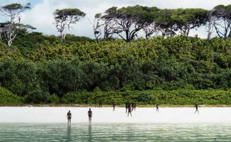 5c12165bbb734 isolated tribe sentinel island andaman madhumala chattopadhyay india 4 5c0e4016eec92  700 - Ilha Sentinela - A ilha proibida!