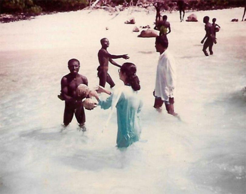 5c12165cbcf8b isolated tribe sentinel island andaman madhumala chattopadhyay india 5c0e711b912d2  700 - Ilha Sentinela - A ilha proibida!