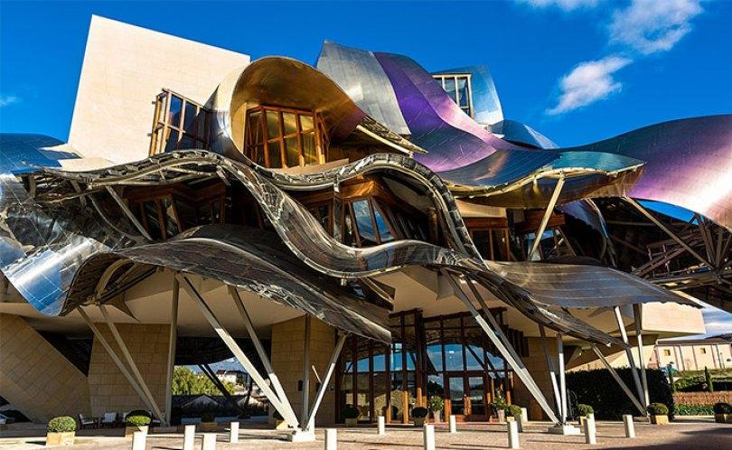 5c50114354382 hotel 5c487077efbe0  700 - Os impressionantes edifícios do arquiteto Frank Gehry