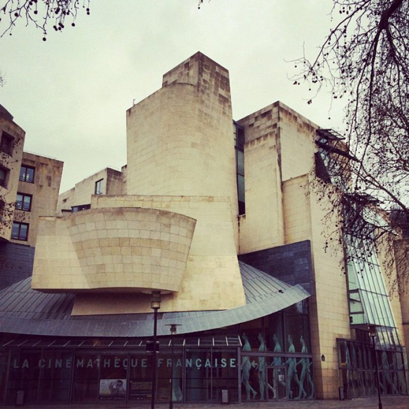 5c501146b48bc cinema 5c4870398bc12  700 - Os impressionantes edifícios do arquiteto Frank Gehry