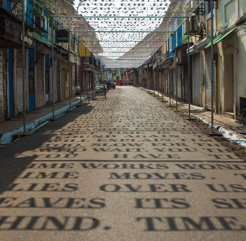 theory of time daku 2 - Artista indiano usa luz solar para projetar frases que exploram Teoria do Tempo