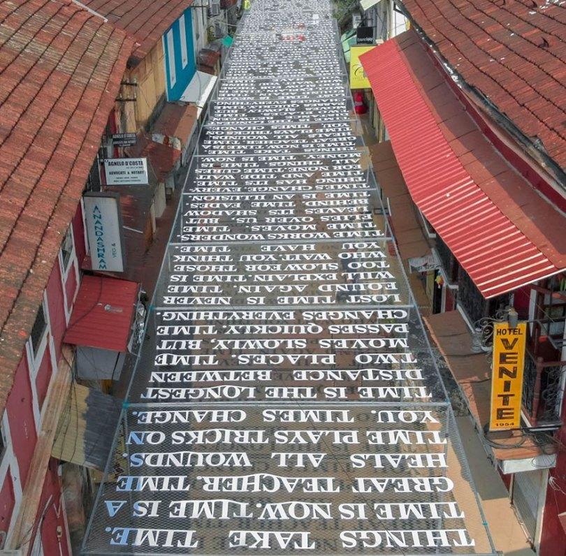 theory of time daku 6 - Artista indiano usa luz solar para projetar frases que exploram Teoria do Tempo