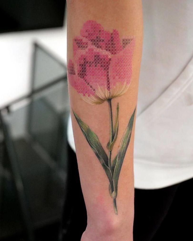 """5cab03030ec9c BrV2 MAgomR png  700 - 30 tatuagens em estilo """"bordado"""" são lindas e intrigantes"""