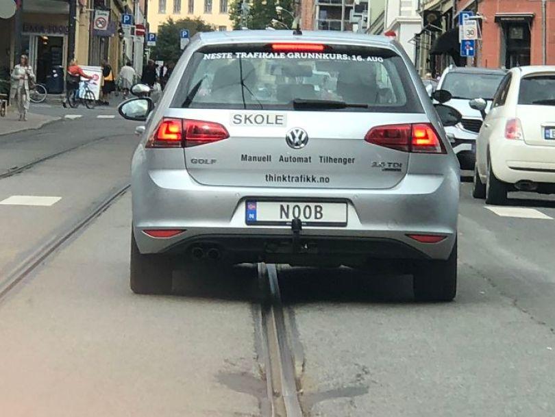 Fonte da imagem:funmonkey1 - placa de carro