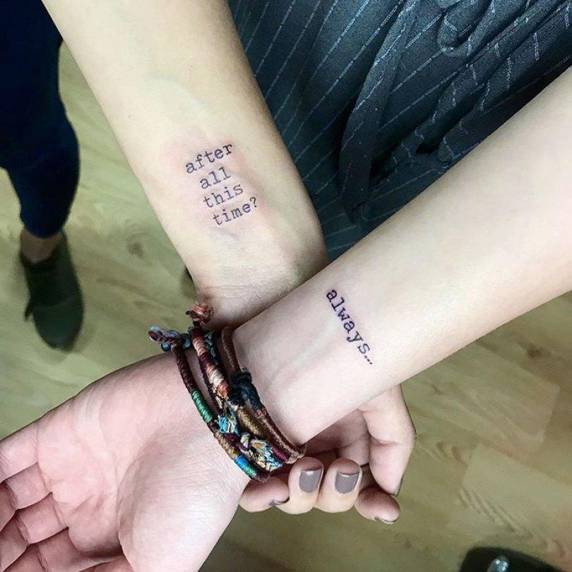 5cee3cde8023d matching tattoo ideas 34 5ce53f7f6671f  700 - 30 criativas tatuagens conectadas entre pessoas