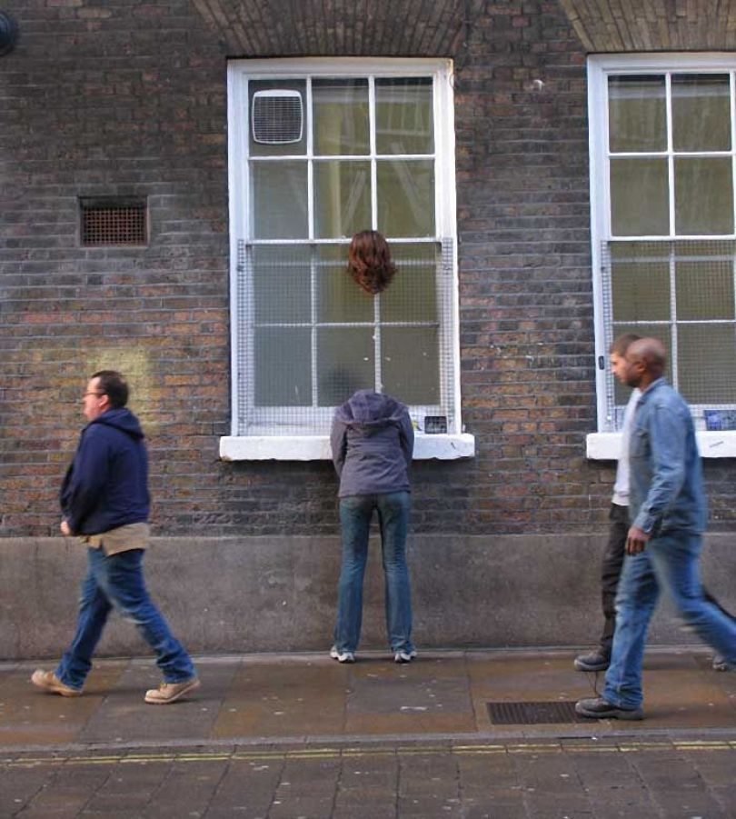 5d146eb163f62 mannequins city street art installation trolling sculptor artist mark jenkins 1 5d1317d03c1ca  700 - Manequins realistas nas ruas