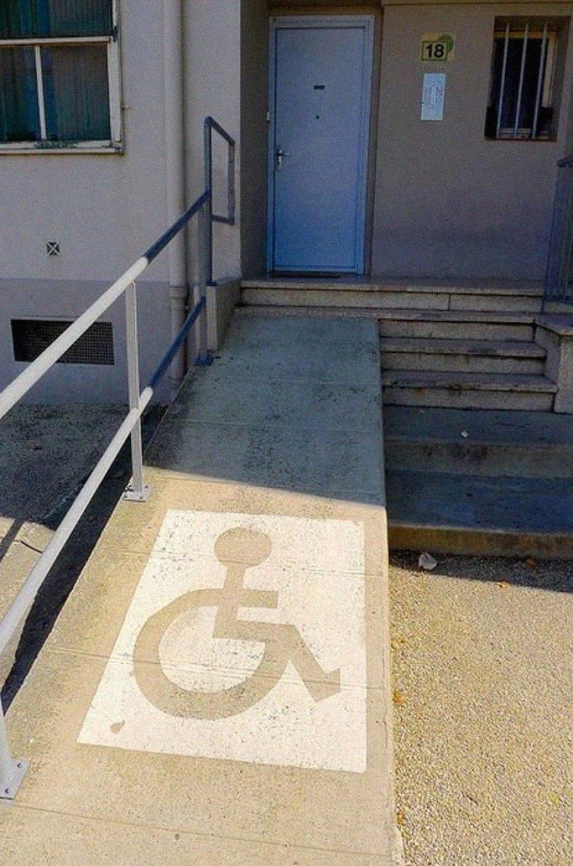 5d53b6291bd82 extreme wheelchairing accessibility fails 5 5d4d681fdc139  700 - 30 erros grotescos de acessibilidade