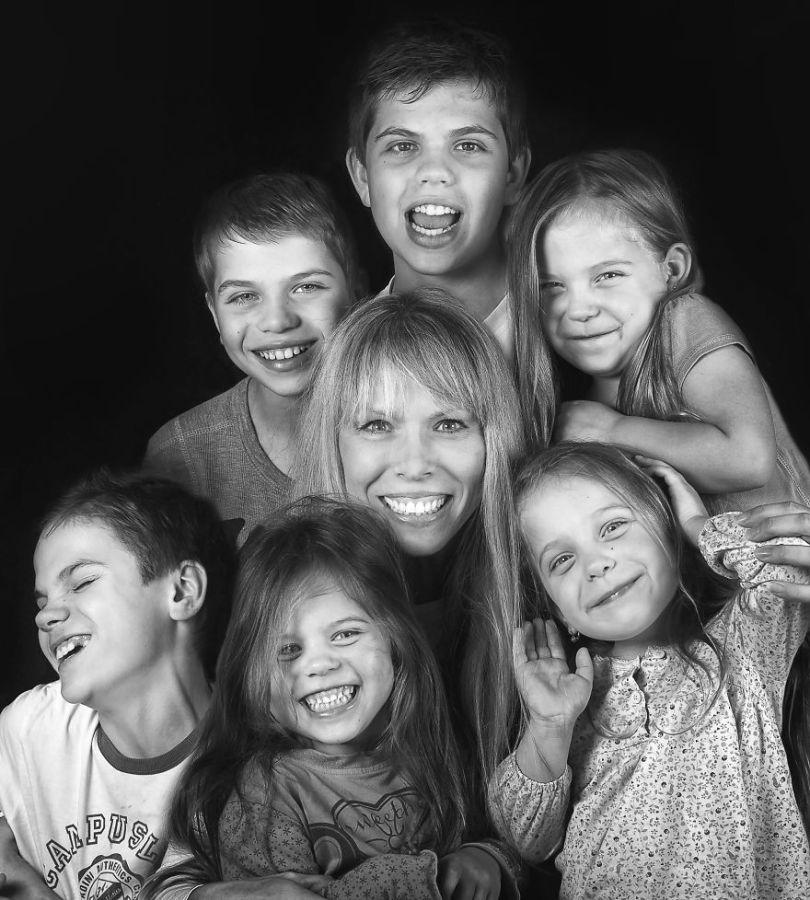 5d68d216b5a65 54 months Mothers day2s 5d5524caea835  880 - Mãe de gêmeos e depois trigêmeos documenta sua família em fotos adoráveis