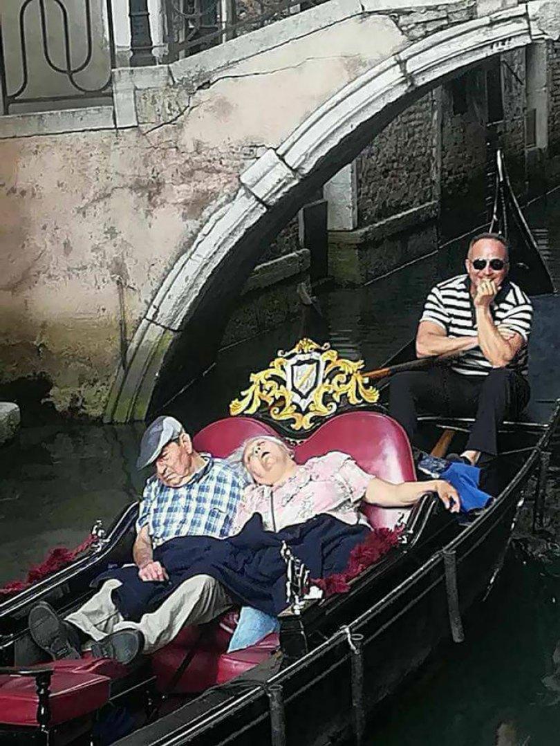 5d832ed36b238 funny people sleeping positions 74 5d7619163583f  700 - Pessoas dormindo em posições extremamente desconfortáveis