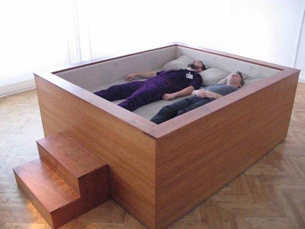 5d9ee096103fb beds bedrooms with threatening auras 53 5d9dab0a408c2  700 - 30 camas bizarras que só precisavam ser compartilhadas