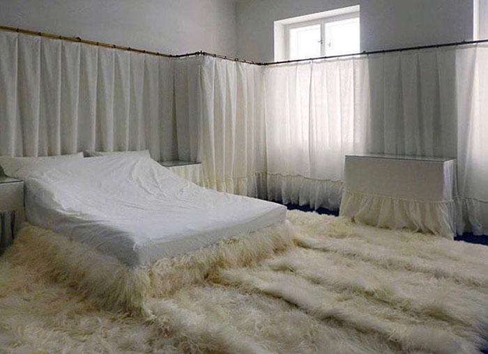 5d9ee096c8efa beds bedrooms with threatening auras 1 5d9c70f8bea1d  700 - 30 camas bizarras que só precisavam ser compartilhadas