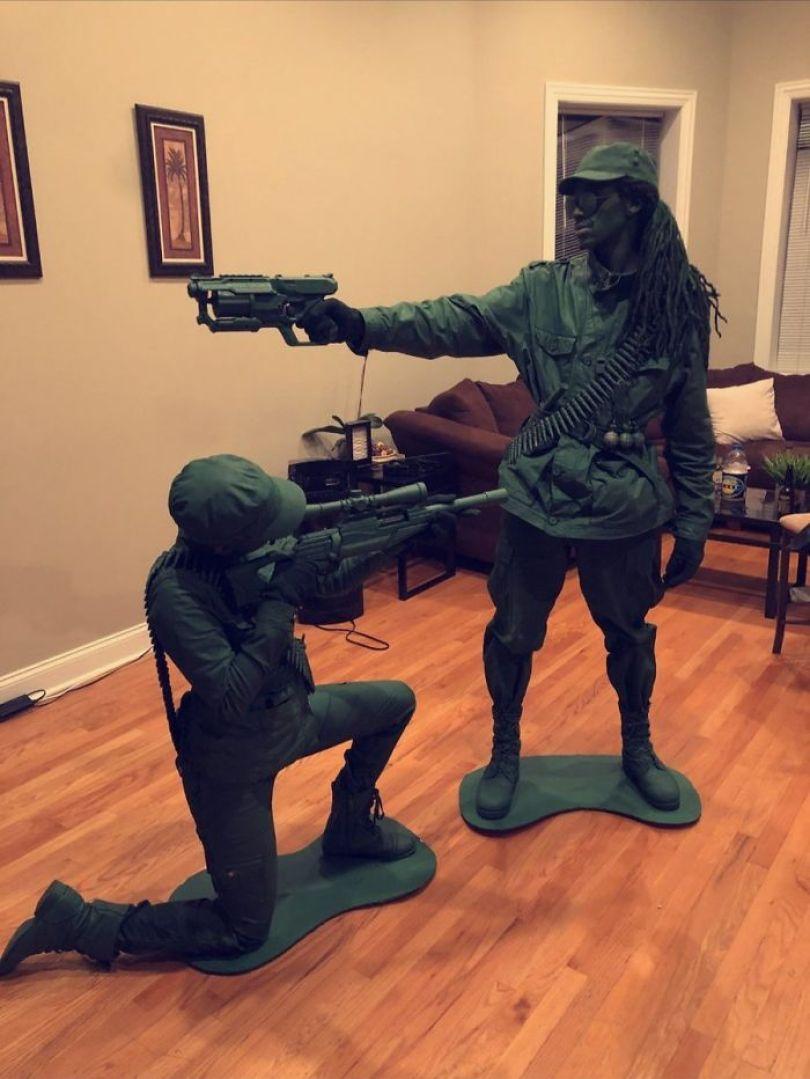 5dba981442743 1056916854416044032 1 png  700 - Casais que apavoraram em suas fantasias para o Halloween