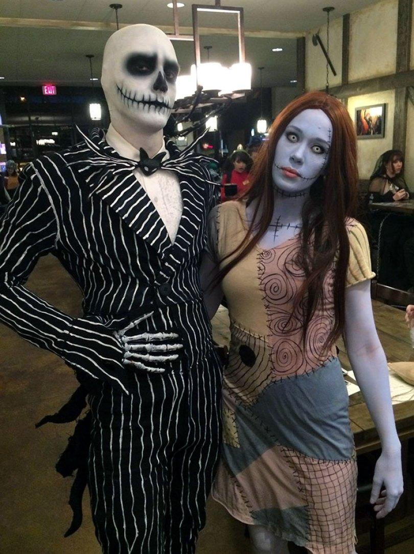 5dba981583a8f Halloween Couple Costume Ideas 233 5daeaa73cd972  700 - Casais que apavoraram em suas fantasias para o Halloween