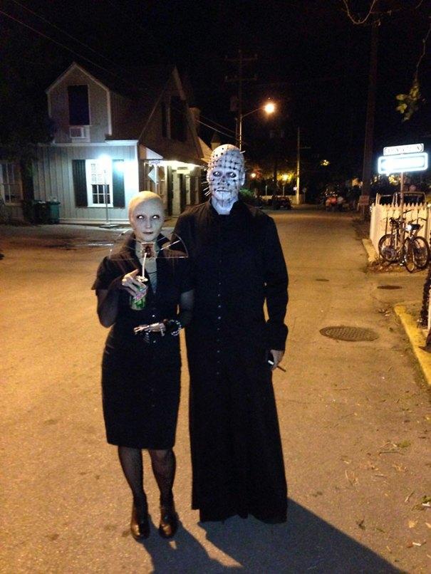 5dba98183548f Halloween Couple Costume Ideas 232 5daea8656ddea  700 - Casais que apavoraram em suas fantasias para o Halloween