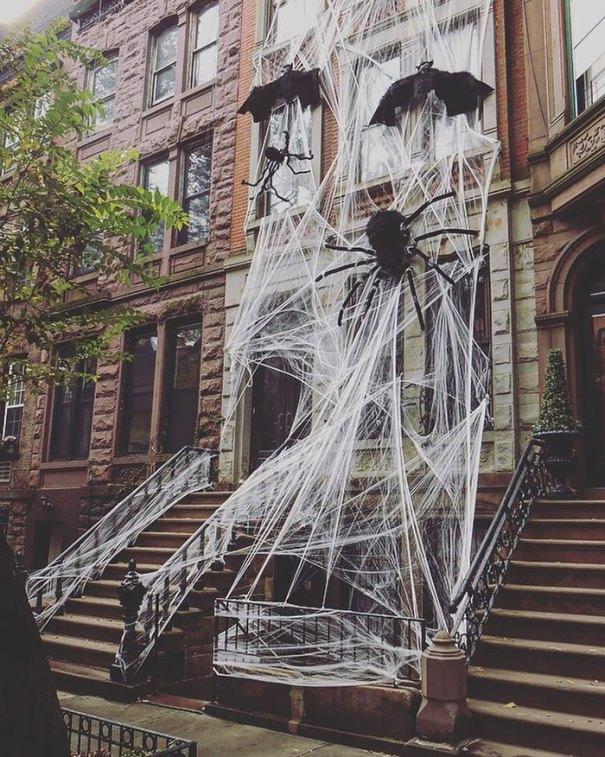 5dbbe5d56eb7e creative halloween decorations 42 5db842b4a4e47  700 - Americanos levam o Halloween a sério