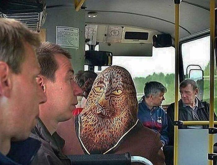 5dc3d4ba9d50d BGt9pR1B7XP png  700 - Conta do Instagram compartilha as coisas mais estranhas do transporte público