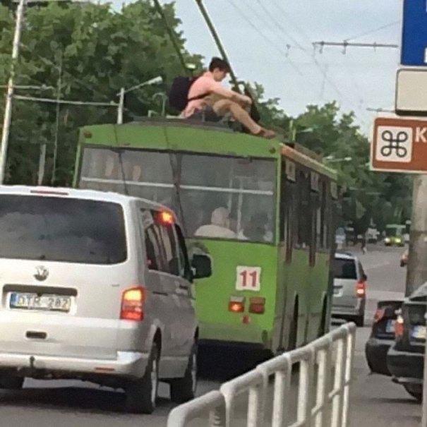 5dc3d4bd912da humans of trolleybuses 319 5dc286c150999  700 - Conta do Instagram compartilha as coisas mais estranhas do transporte público