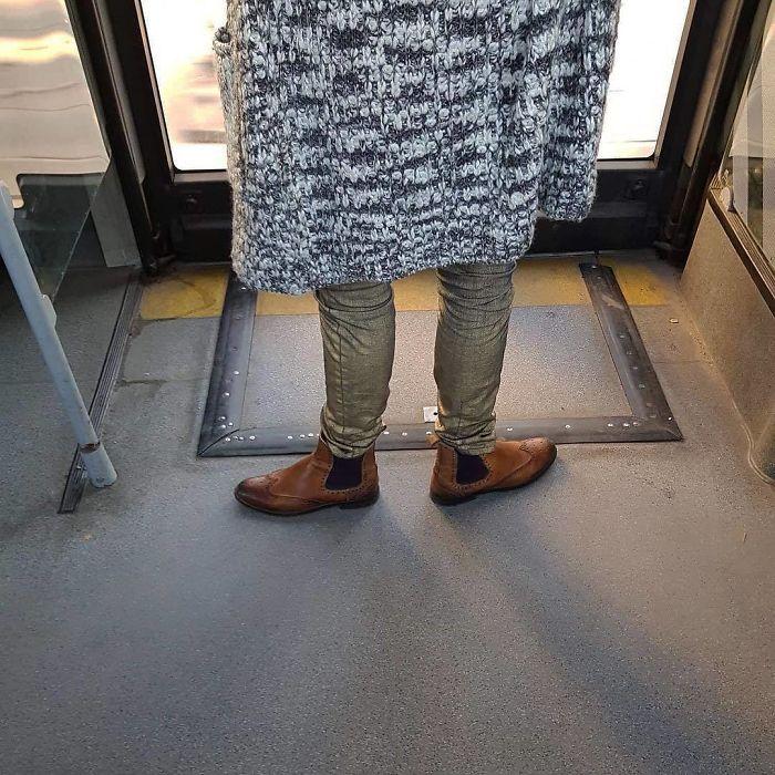 5dc3d4bdaea7d BslT2N hD36 png  700 - Conta do Instagram compartilha as coisas mais estranhas do transporte público