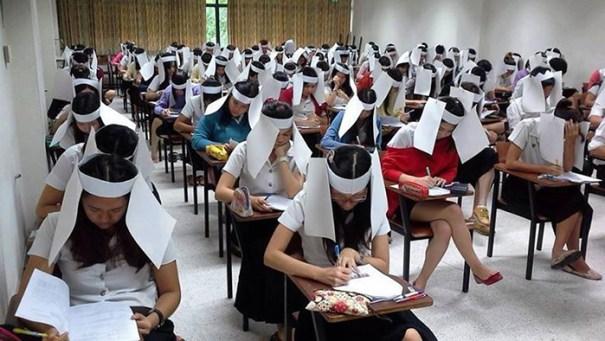 5dc5228078269 creative extreme teachers prevent cheating 7 5dc187b4d65fa  700 - 17 vezes que professores exageraram para alunos não colarem