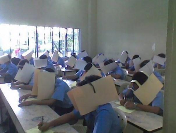 5dc5228227d05 creative extreme teachers prevent cheating 5 5dc27fdca66e4  700 - 17 vezes que professores exageraram para alunos não colarem