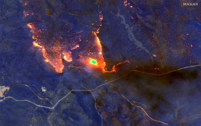 5e144305999ee australia fires photos 4 5e12e0ef33cf3  700 - Internet compatilha 50 fotos que revelam as queimadas na Austrália